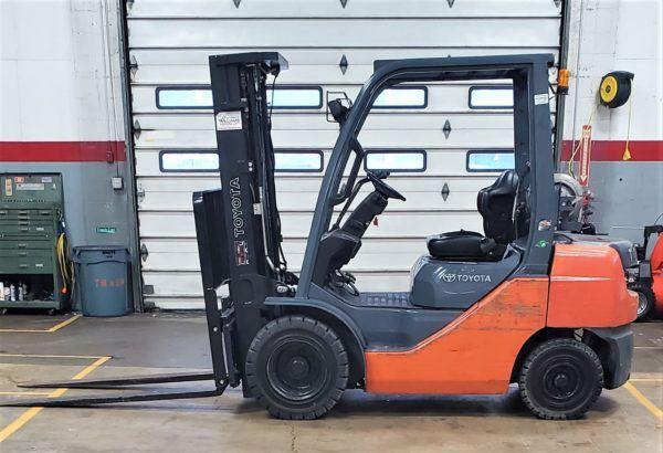 5,000 LBS Cap. LP<br>Pneumatic Forklift<br>2015<br>ID#: E002479