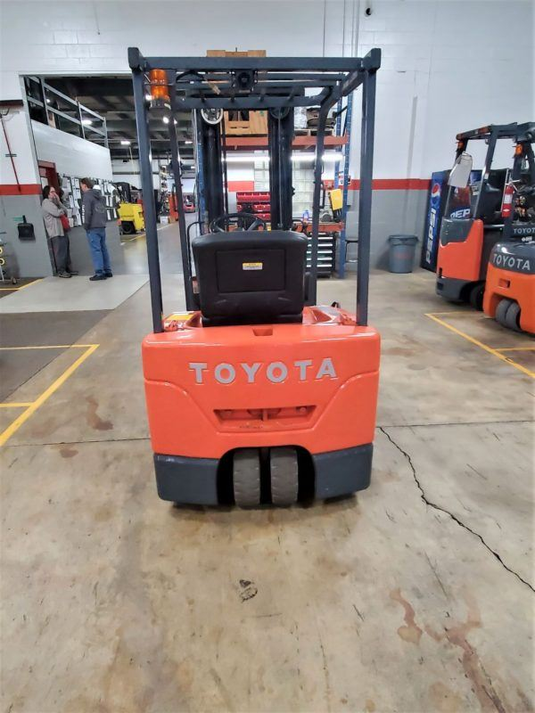 3,000 LBS Cap. Electric<br>Cushion Forklift<br>2013<br>ID#: 7144