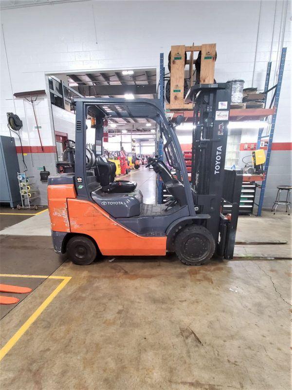 8,000 LBS Cap. LP <br> Cushion Forklift<br>2016<br>ID#: E006872