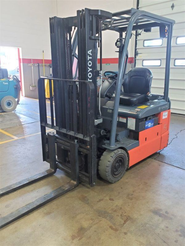 3,000 LBS Cap. Electric<br>Pneumatic Forklift<br>2016<br>ID#: E007882