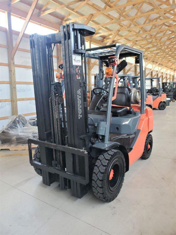 5,000 LBS Cap. LP<br>Pneumatic Forklift<br>2017<br>ID#: E009355