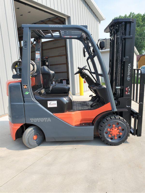5,000 LBS Cap. LP<br>Cushion Forklift<br>2017<br>ID#: E004624