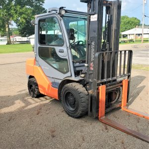 6,000 LBS Cap. LP<br>Pneumatic Forklift<br>2013<br>ID#: E005974