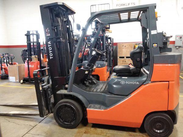 8,000 LBS Cap. LP<br>Cushion Forklift<br>2015<br>ID#: E009451
